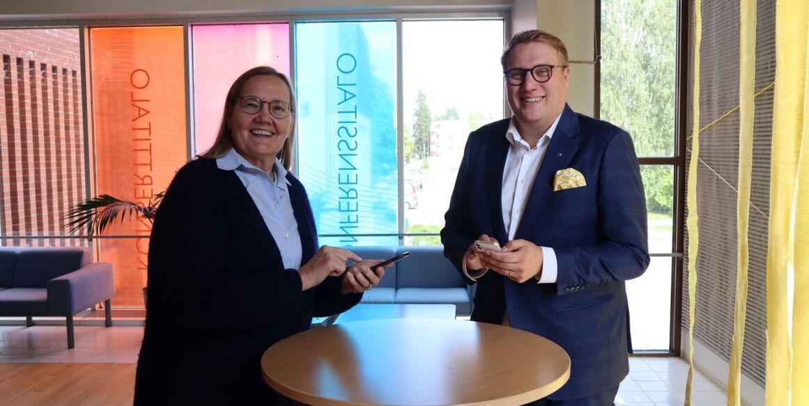 Leena Saarinen Palmia Oy:n toimitusjohtaja ja Olli Naukkarinen Järvenpään kaupungin kaupunginjohtaja